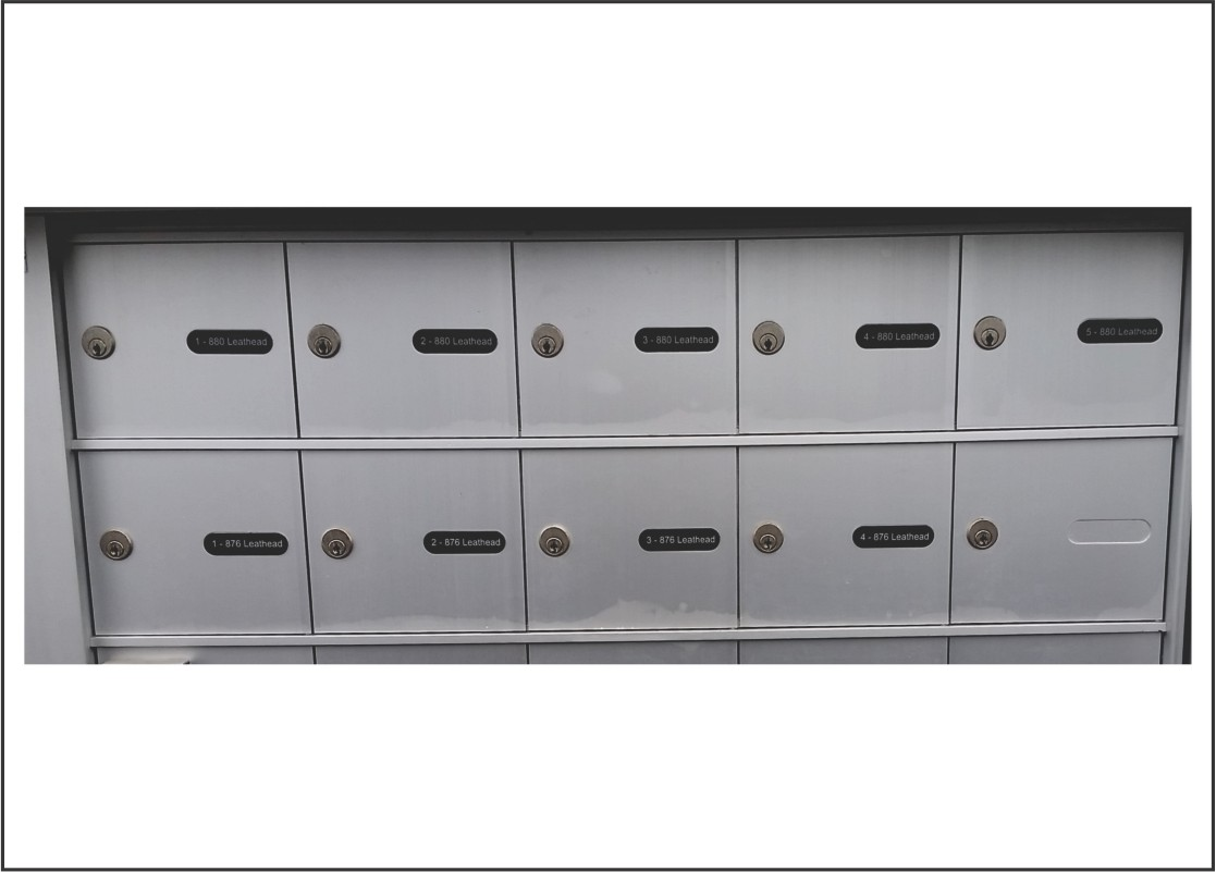 http://www.kelownaengravers.com/sites/default/files/Outdoor%20Mailbox%20Labels.jpg